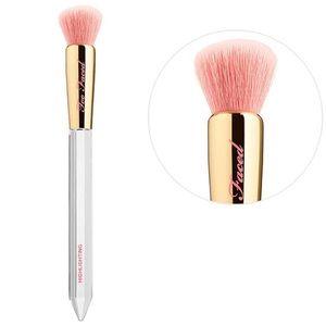 💎Too Faced Diamond Light Highlighting Brush